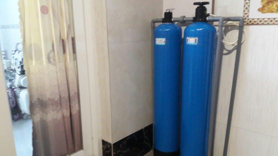 bàn với vợ về việc mua bình lọc nước cho gia đình